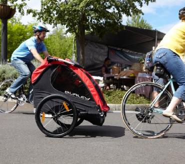 Remorque de vélo pour enfant, un accessoire qui réunit la famille