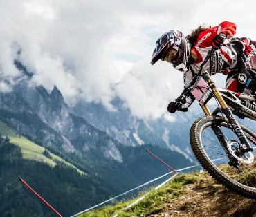La descente VTT ou downhill mountain biking, une activité pleine de sensations